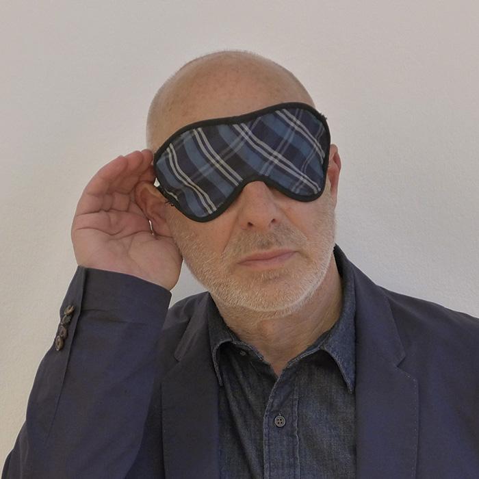 Das Bild zeigt ein Portrait von Brian Eno von Freddy Langer