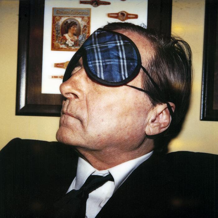 Das Bild zeigt ein Portrait von William Eggleston von Freddy Langer