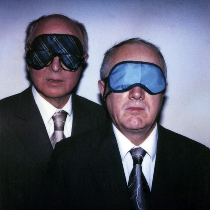 Das Bild zeigt ein Portrait von Gilbert & George von Freddy Langer