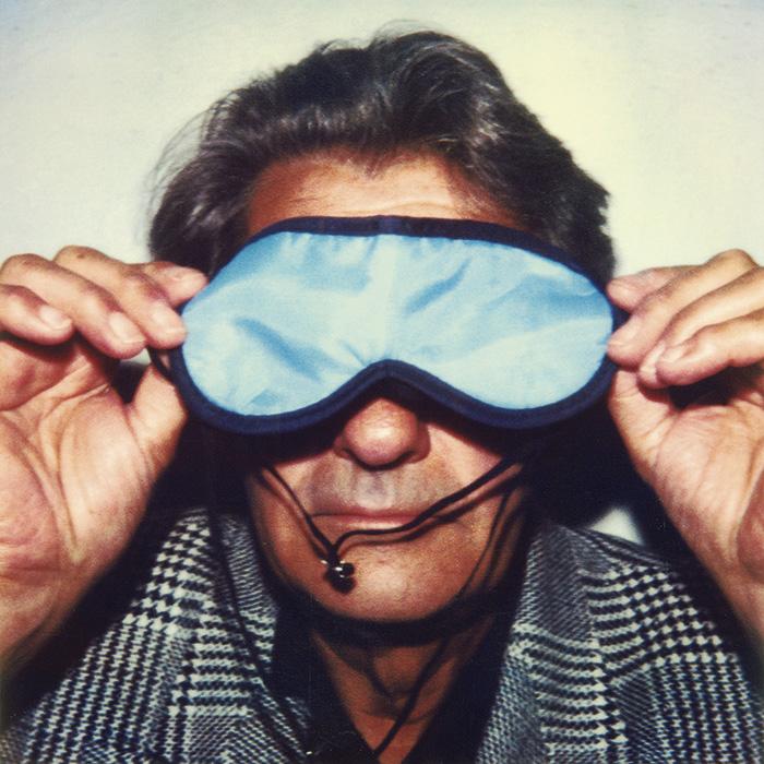 Das Bild zeigt ein Portrait von Helmut Newton von Freddy Langer