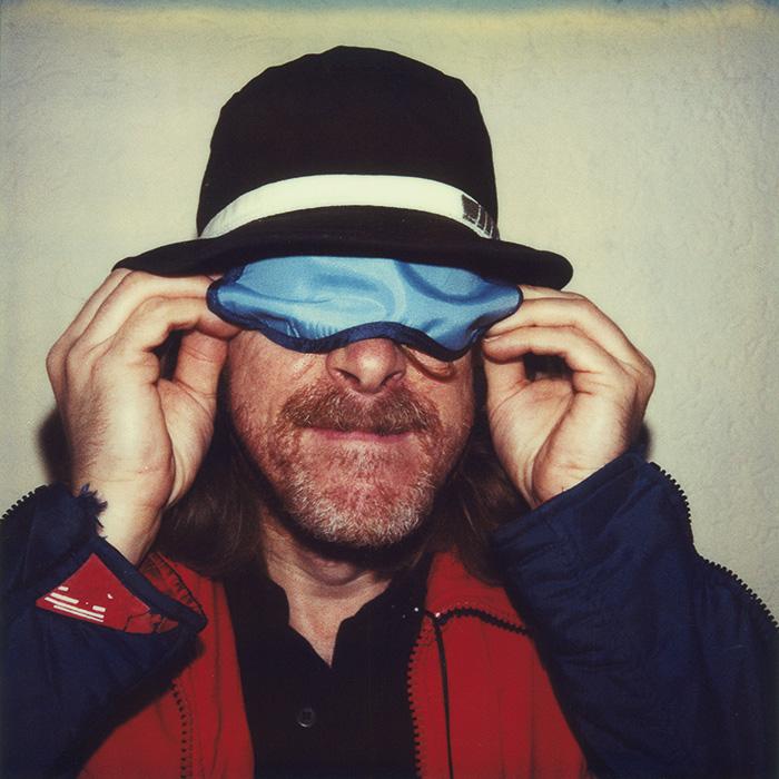 Das Bild zeigt ein Portrait von Helge Schneider von Freddy Langer