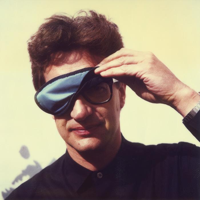 Das Bild zeigt ein Portrait von Wim Wenders von Freddy Langer
