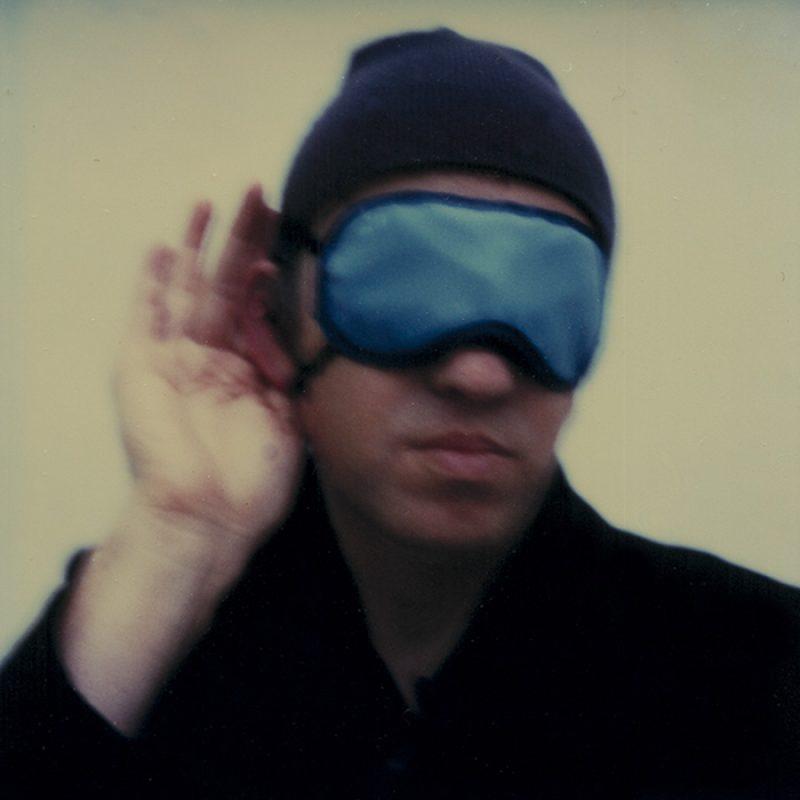 Das Bild zeigt ein Portrait von Anton Corbijn von Freddy Langer