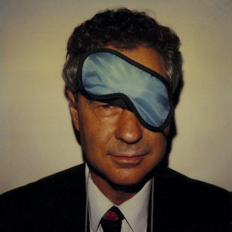 Das Bild zeigt ein Portrait von Elliott Erwitt von Freddy Langer