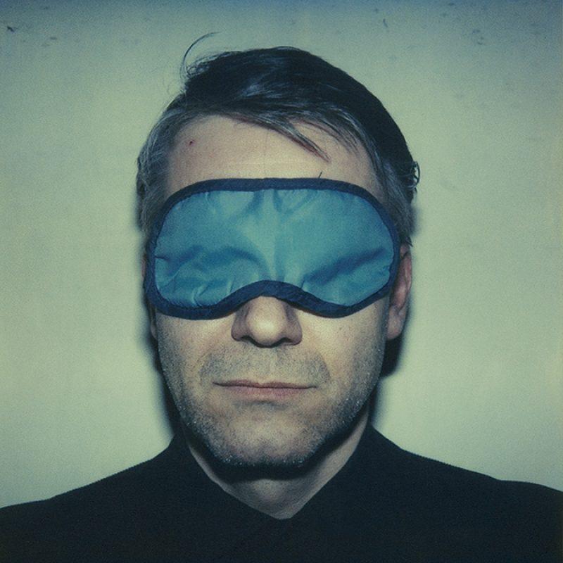 Das Bild zeigt ein Portrait von Durs Grünbein von Freddy Langer
