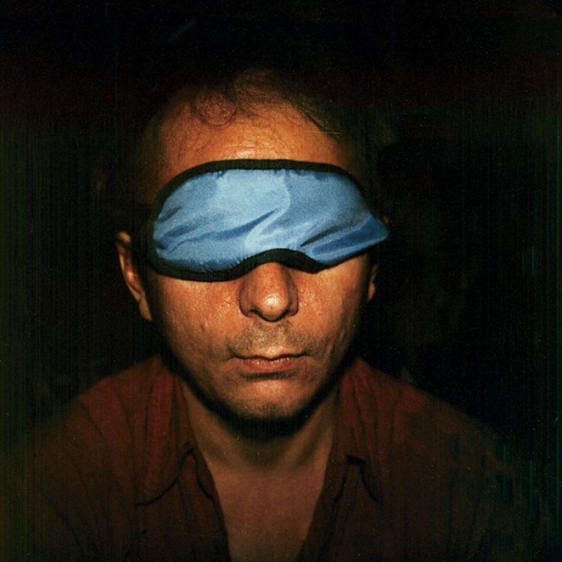 Das Bild zeigt ein Portrait von Michel Houellebecq von Freddy Langer