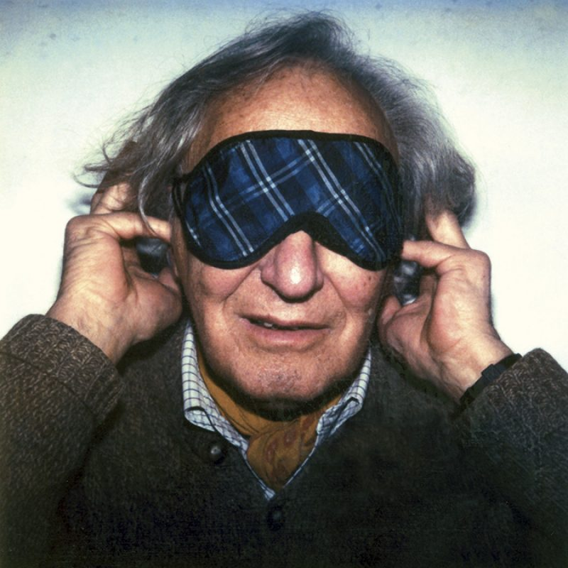 Das Bild zeigt ein Portrait von William Klein von Freddy Langer