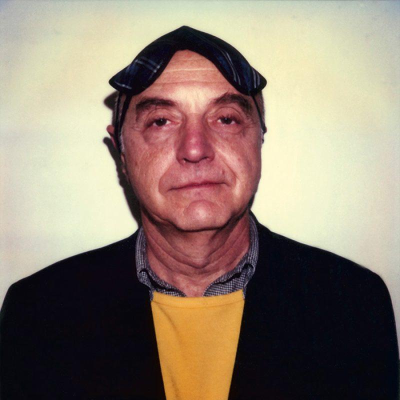 Das Bild zeigt ein Portrait von Duane Michals von Freddy Langer