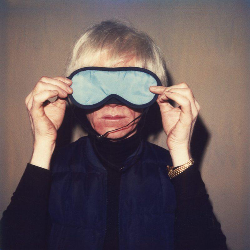 Das Bild zeigt ein Portrait von Andy Warhol von Freddy Langer